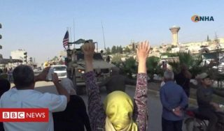 Syria: Civilians pelt US army vehicles with potatoes in Qamishli