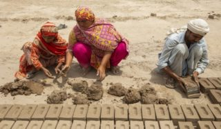 The spiraling debt trapping Pakistan's brick kiln workers