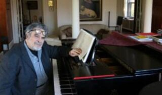 Leon Fleisher: Pianist who battled hand condition dies at 92