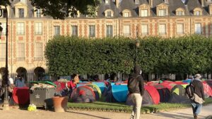 Place des Vosges: Paris moves hundreds of homeless people from central square