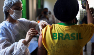 Brazil: Daily average of COVID deaths passes under 1,000 mark